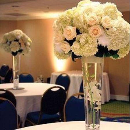 Obrázek z Vysoká zúžená váza s kvetinami